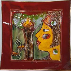 Dekoratyvinė lekštė didelė su veidu ir medžiu raudona