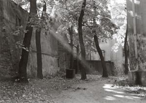 Arūnas Baltėnas / Vilnius. Bazilijonų kiemas / 1987 / Autorinis sidabro bromido atspaudas / 22 x 29