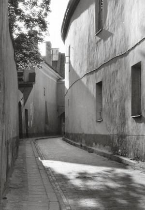 Arūnas Baltėnas / Vilnius. Skapo gatvė / 1992 / Autorinis sidabro bromido atspaudas / 29 x 20,7