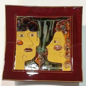 Dekoratyvinė lekštė raudona su vyru ir moterim