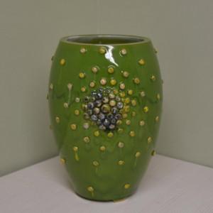 Vaza ovali su burbuliukais maža žalia
