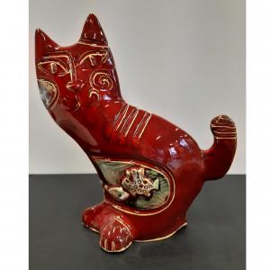 Katinukas riestauodegis su žuvimis raudonas