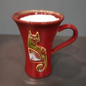 Puodukas taurė didelis su katinais raudonas