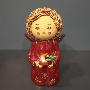 Angeliukas berniukas su obuoliuku raudonas