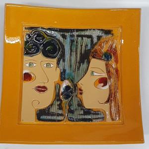 Dekoratyvinė lekštė vidutinė su dviem veidais geltona