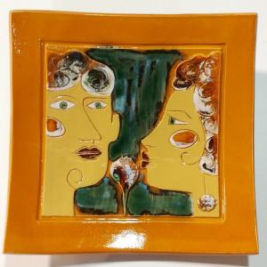 Dekoratyvinė lekštė didelė su dviem veidais geltona