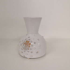 Vazelė plačiu kaklu su burbuliukais maža balta