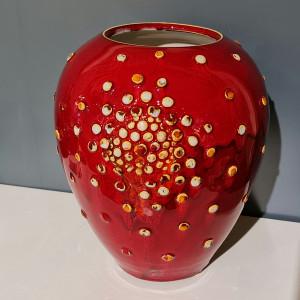 Vaza ovali su burbuliukais maža raudona