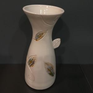 Vaza talija plati su lapais balta