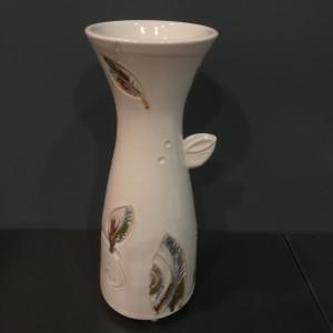 Vaza talija siaura su lapais balta