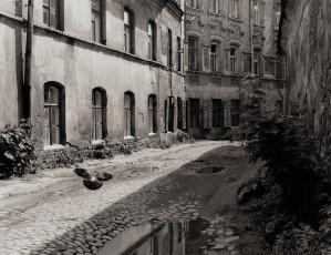 Arūnas Baltėnas / Vilnius. Šv. Dvasios gatvė / 1998 / Autorinis sidabro bromido atspaudas / 21 x 27