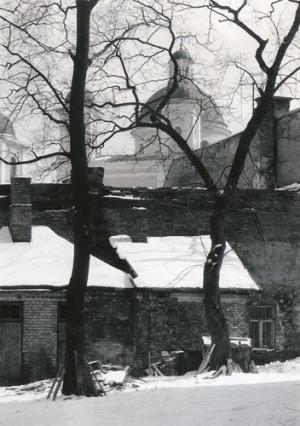 Arūnas Baltėnas / Vilnius. Bazilijonų kiemas / 1986 / Autorinis sidabro bromido atspaudas / 29 x 20,7