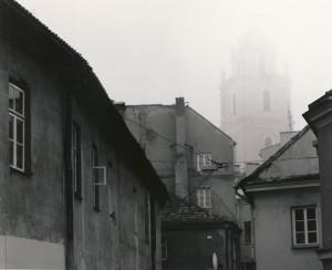Arūnas Baltėnas / Vilnius. Literatų gatvė / 1997 / Autorinis sidabro bromido atspaudas / 22 x 29