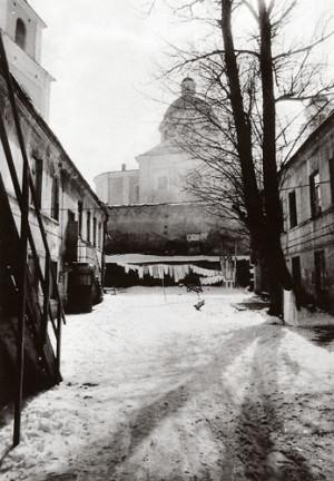 Arūnas Baltėnas / Vilnius. Kiemas Subačiaus gatvėje / 1986 / Autorinis sidabro bromido atspaudas / 29 x 20,7