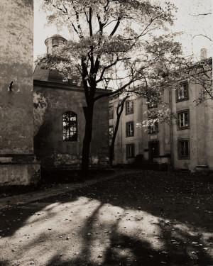 Arūnas Baltėnas / Vilnius. Bazilijonų kiemas / 1998 / Autorinis sidabro bromido atspaudas / 29 x 20,7