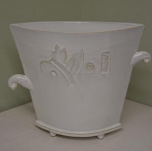 Vaza trapecinė platėjanti vidutinė balta