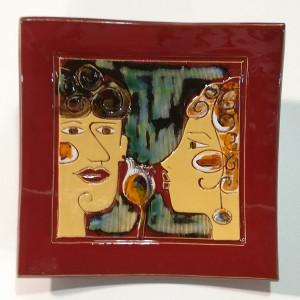 Dekoratyvinė lekštė vidutinė su dviem veidais raudona
