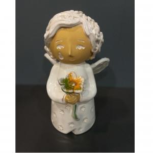 Angeliukas berniukas su gėle baltas
