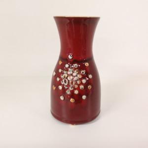 Vaza talija su burbuliukais maža raudona