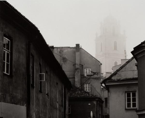 Arūnas Baltėnas / Vilnius. Literatų gatvė / 1998 / Autorinis sidabro bromido atspaudas / 20 x 24,5