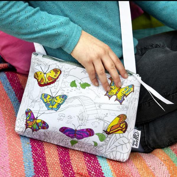 """Doodle krepšys-rankinė """"Drugeliai"""" 22 x 18 cm su spalvotais rašikliais"""