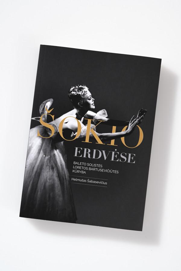 """Helmutas Šabasevičius / """"Šokio erdvėse. Baleto solistės Loretos Bartusevičiūtės kūryba"""" / 2020 / knyga / Krantai"""