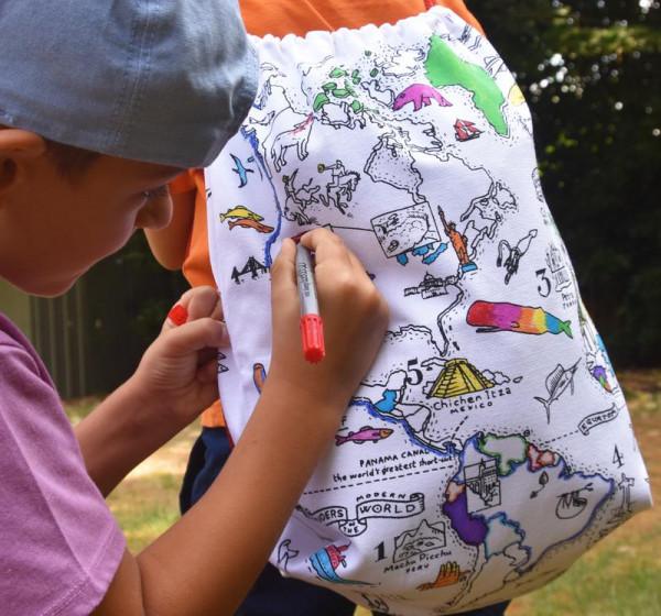 """Doodle krepšys-kuprinė """"Pasaulio žemėlapis"""" 34 x 42,5 cm su spalvotais rašikliais"""