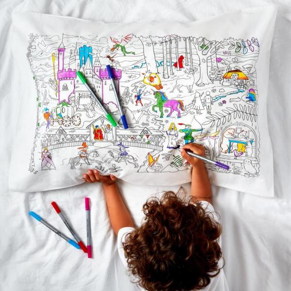 "Doodle pagalvės užvalkalas ""Pasakos ir legendos"" 75 x 50 cm su spalvotais rašikliais"