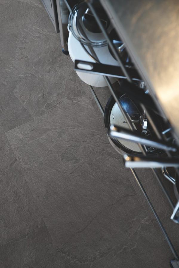 Vinilinės grindys Pergo, Scivaro juoda plytelė, V3120-40035_1